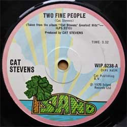 винил LP CAT STEVENS ''Two Fine People'' (7''single) (1975 UK press, solid center, WIP 6238, vg+/sfc)
