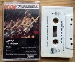 аудиокассета AC/DC ''74 Jailbreak'' (1984 USA press, Dolby HX PRO, AR, 780178-4-Y, ex+/ex) (MC3064)