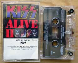 аудиокассета KISS ''Alive II Volume I'' (1977 RI 1985 USA press, 822 781-4 M-2, mint/ex-) (MC2059)