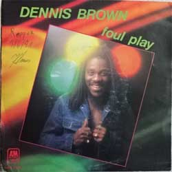 винил LP DENNIS BROWN ''Foul Play'' (7''single) (1981 Holland press, AMS 9124, ex-/ex-)