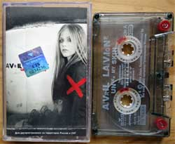 аудиокассета AVRIL LAVIGNE ''Under My Skin'' (2004 Russian press, 82876627124, ex/mint) (MC2149) (D)
